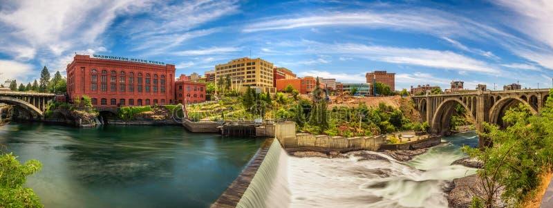 Construção de Washington Water Power e Monroe Street Bridge em Spokane fotografia de stock royalty free