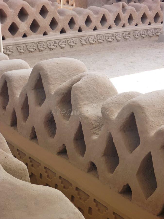 Construção decorativa antiga em Chan Chan no Peru de Trujillo imagem de stock royalty free