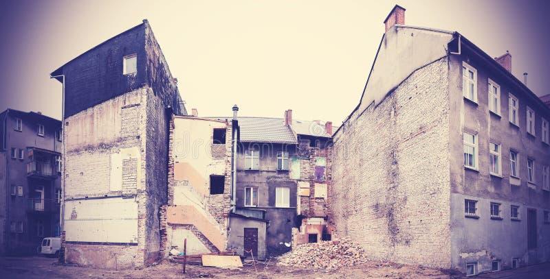Construção deteriorada e em parte demulida em Bialogard, Polônia fotografia de stock royalty free