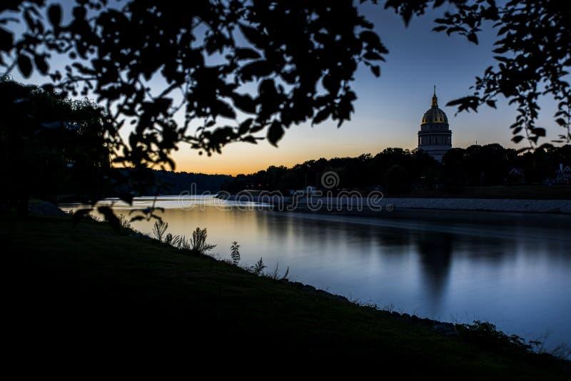 Construção do Capitólio do estado - Charleston, West Virginia imagens de stock royalty free