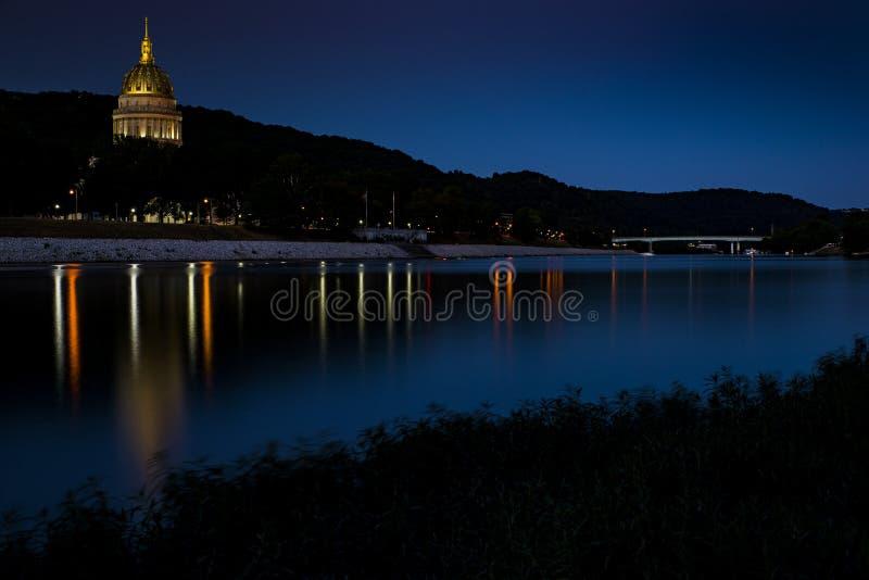 Construção do Capitólio do estado - Charleston, West Virginia foto de stock royalty free