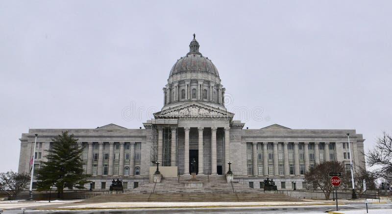 Construção do Capitólio do estado de Missouri na neve de queda foto de stock