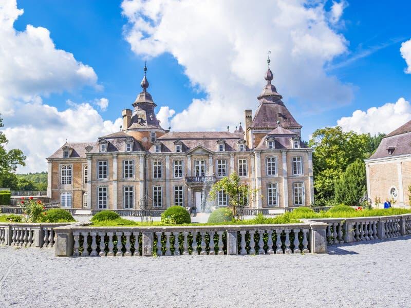 A construção do castelo de Modave, castelo das contagens de Marchin contra um céu nebuloso bonito foto de stock royalty free
