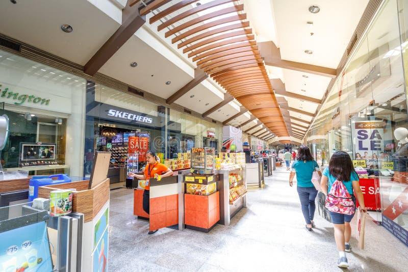 Construção do centro de cidade de Alabang na cidade de Manila fotografia de stock