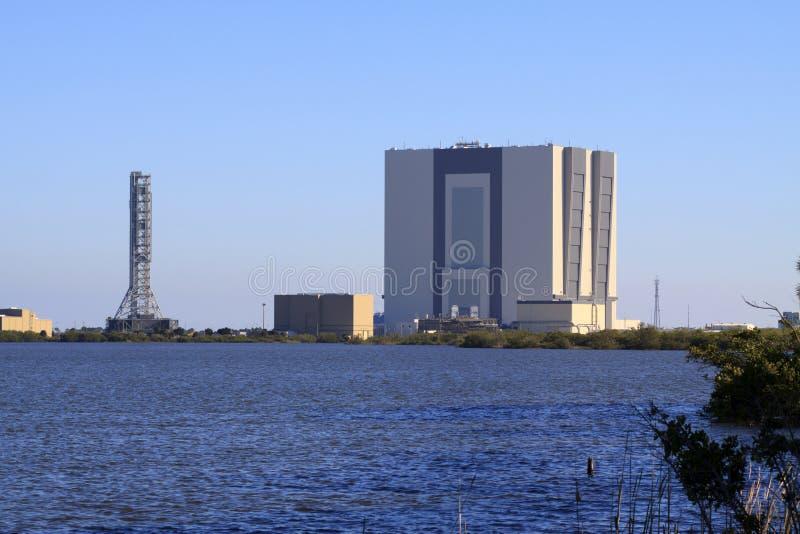 A construção do conjunto do veículo em Kennedy Space Center imagens de stock royalty free