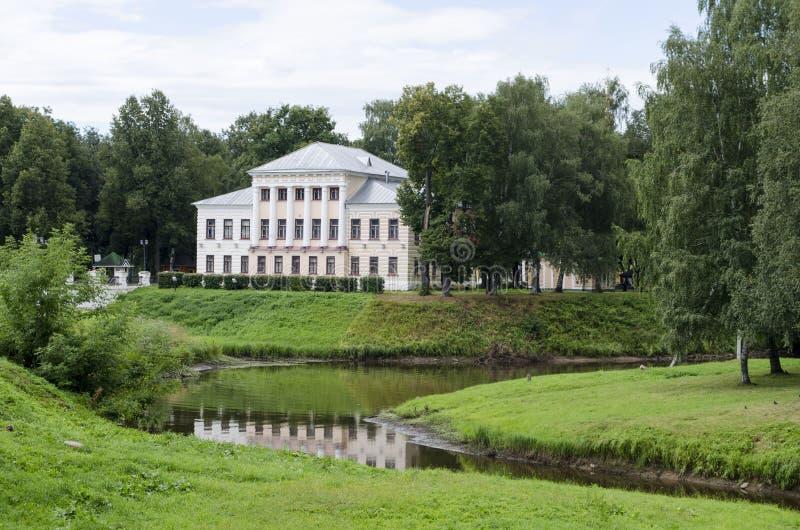 A construção do Conselho Municipal anterior em Uglich Rússia fotos de stock