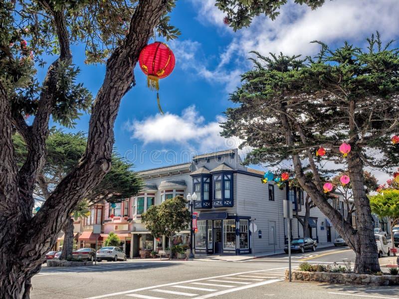 Construção do estilo antigo no bosque pacífico, Monterey, Califórnia fotografia de stock
