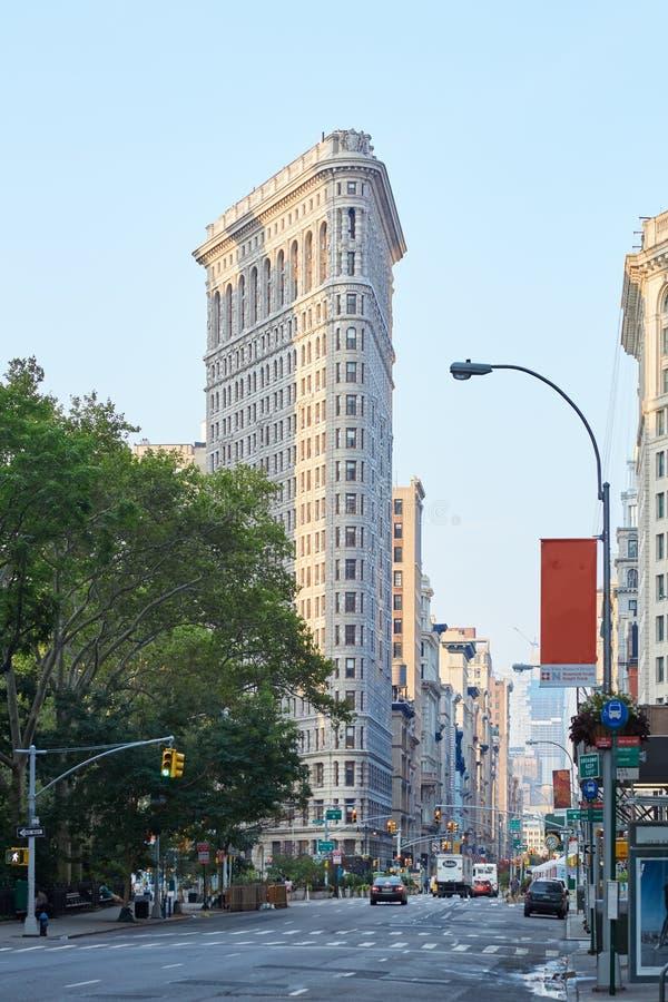Construção do ferro de passar roupa no amanhecer em New York imagens de stock royalty free