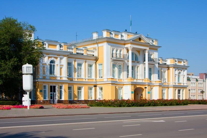 Construção do governo em Uralsk foto de stock