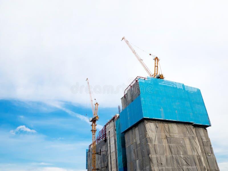 Construção do guindaste e de edifício fotografia de stock