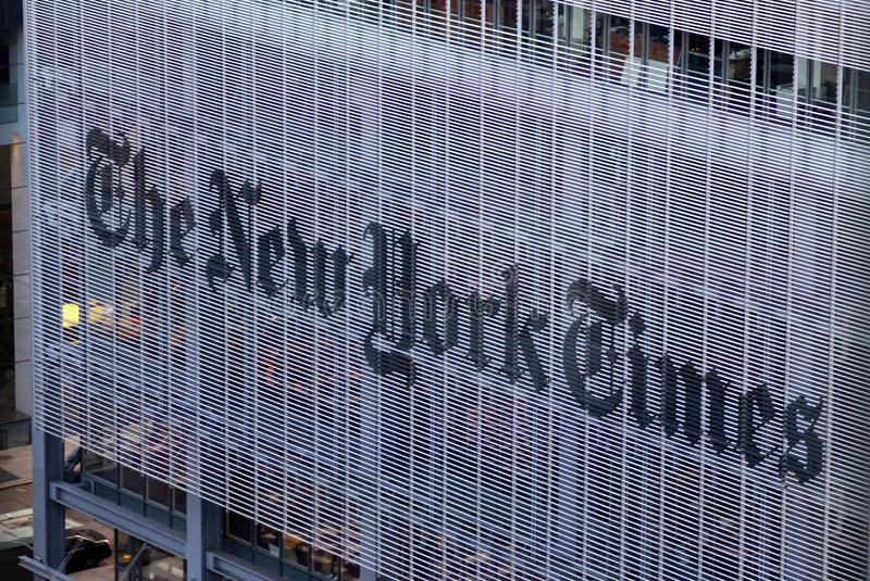 A construção do jornal de New York Times, opinião Manhattan da rua, New York City, EUA imagens de stock royalty free