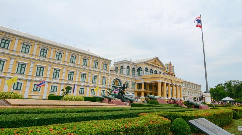 Construção do ministério de defesa em Banguecoque, Tailândia fotografia de stock royalty free