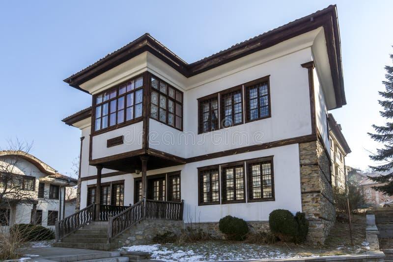 Construção do museu de Ilyo Voyvoda na cidade de Kyustendil, Bulgária imagem de stock