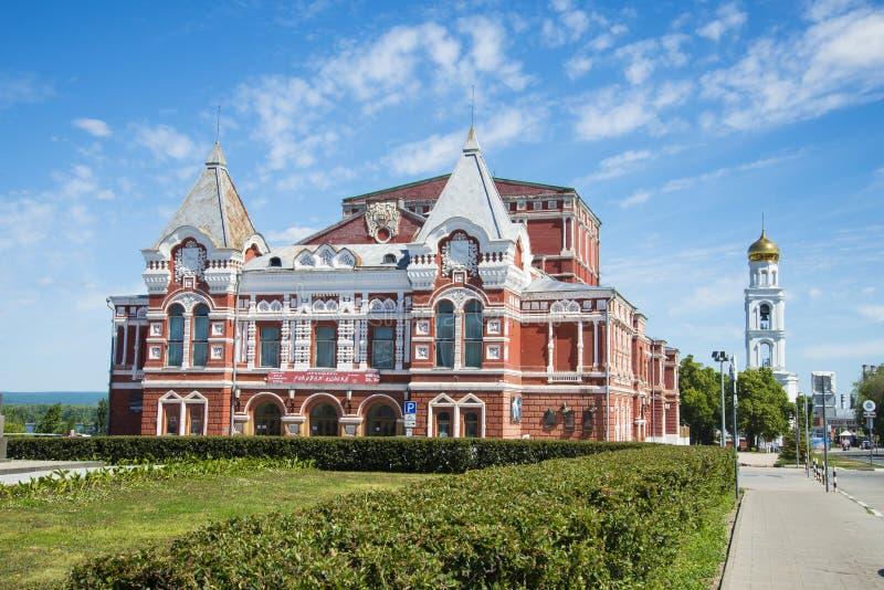 A construção do nome do ` s de Gorky do teatro do drama do tijolo vermelho no Samara, Rússia fotos de stock royalty free