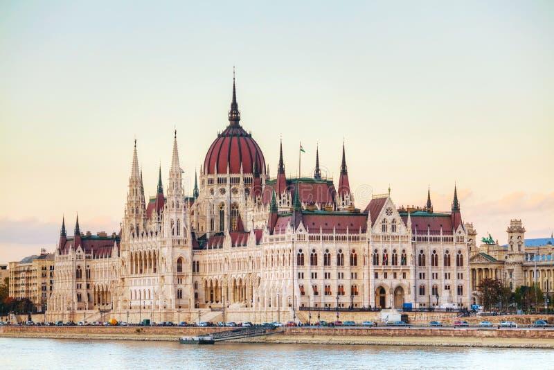 Construção do parlamento em Budapest, Hungria foto de stock