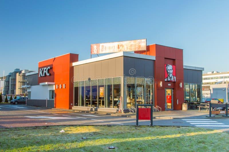 Construção do restaurante de KFC com movimentação completamente fotografia de stock royalty free