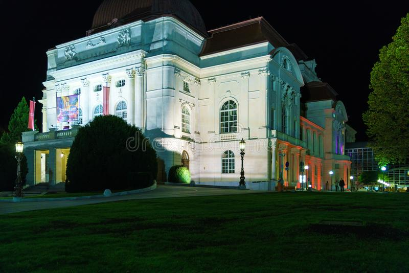 A construção do teatro da ópera na noite, Graz do grazer, Áustria imagem de stock royalty free