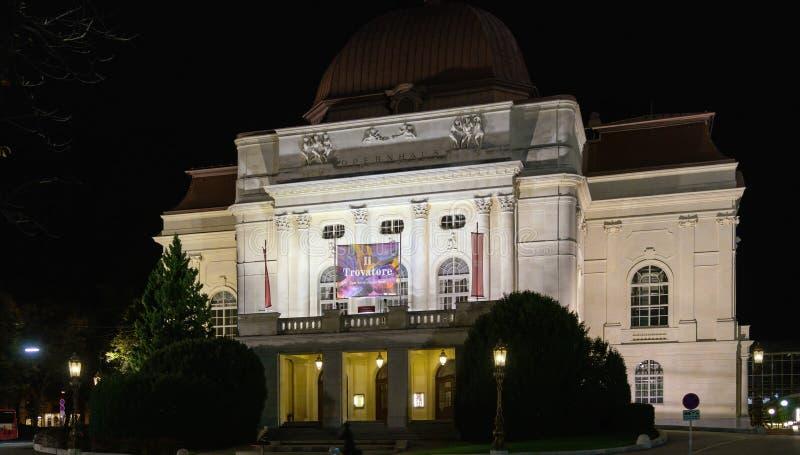 A construção do teatro da ópera na noite, Graz do grazer, Áustria fotos de stock royalty free