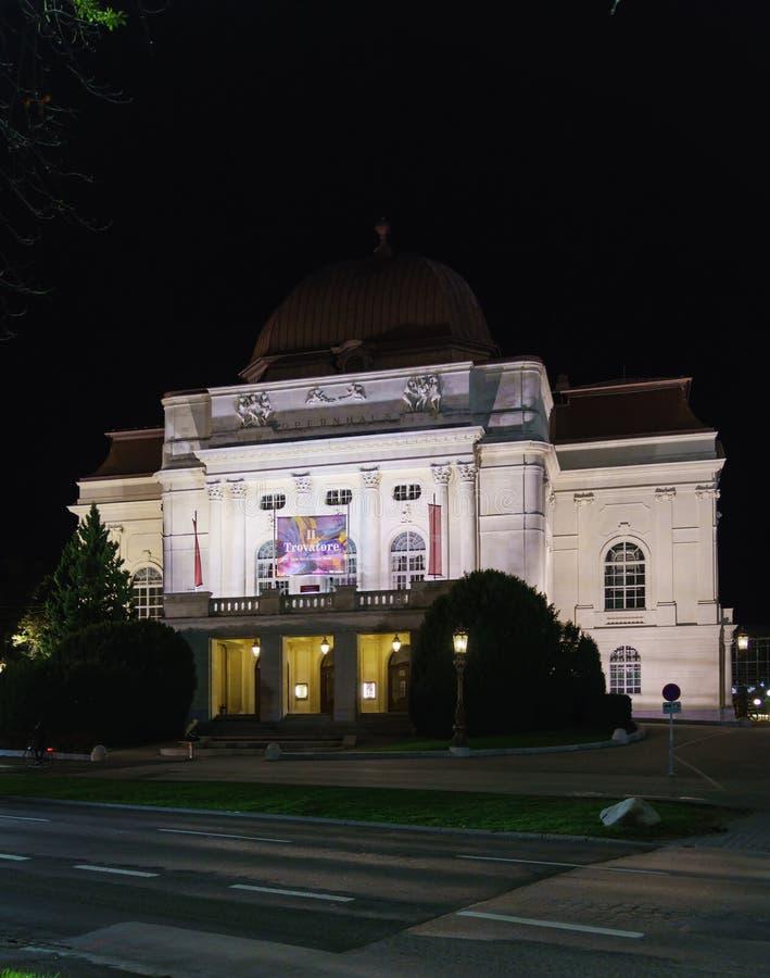 A construção do teatro da ópera na noite, Graz do grazer, Áustria fotografia de stock royalty free