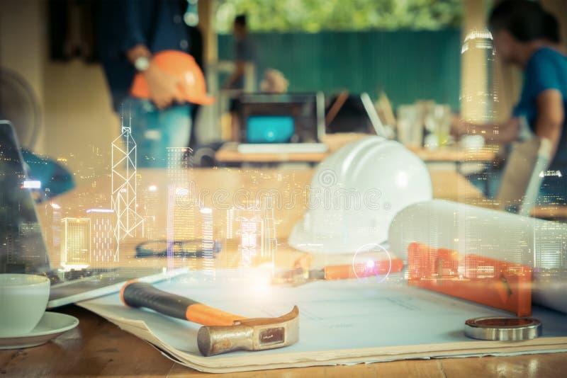 Construção dobro da cidade da noite do expisure, imagem do coordenador que encontra f fotos de stock