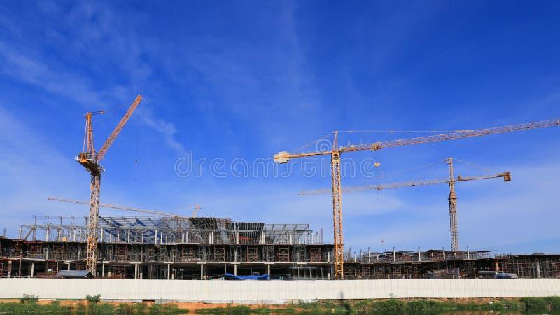 Construção e guindaste, construção da facilidade foto de stock royalty free
