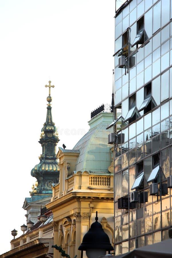 Construção e igreja modernas imagens de stock