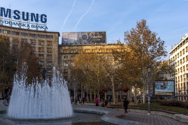 Construção e rua típicas no centro da cidade de Belgrado, Sérvia imagens de stock