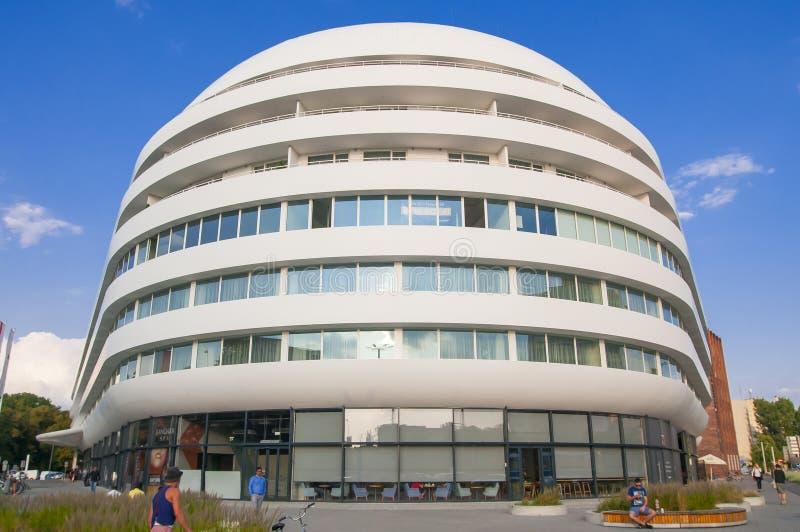 Construção futurista de OVO em Wroclaw foto de stock