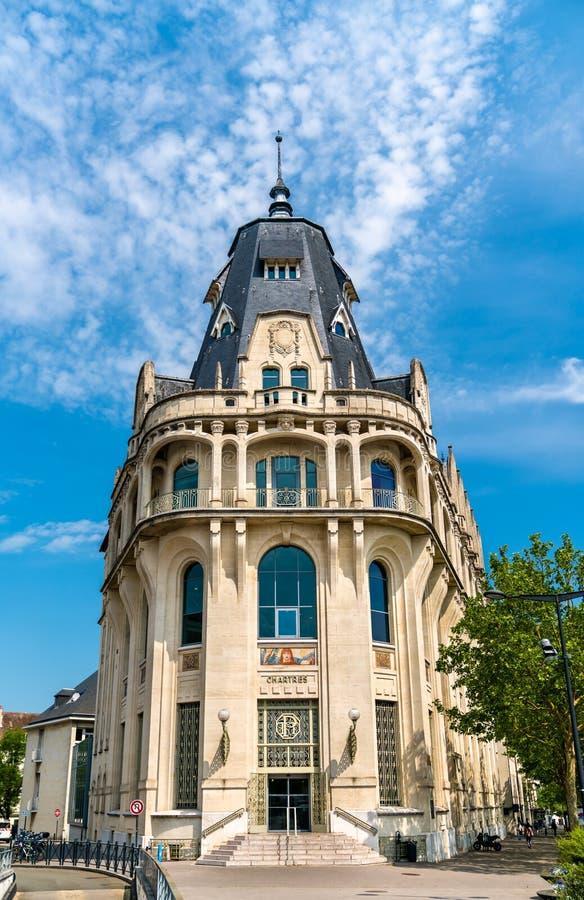 Construção gótico do estilo do renascimento em Chartres, França imagens de stock