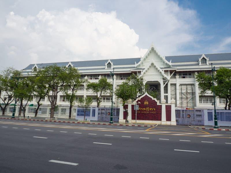 A construção histórica da fachada da corte suprema é o Tribunal de Justiça tailandês o mais alto, cobrindo casos criminosos e civ imagem de stock