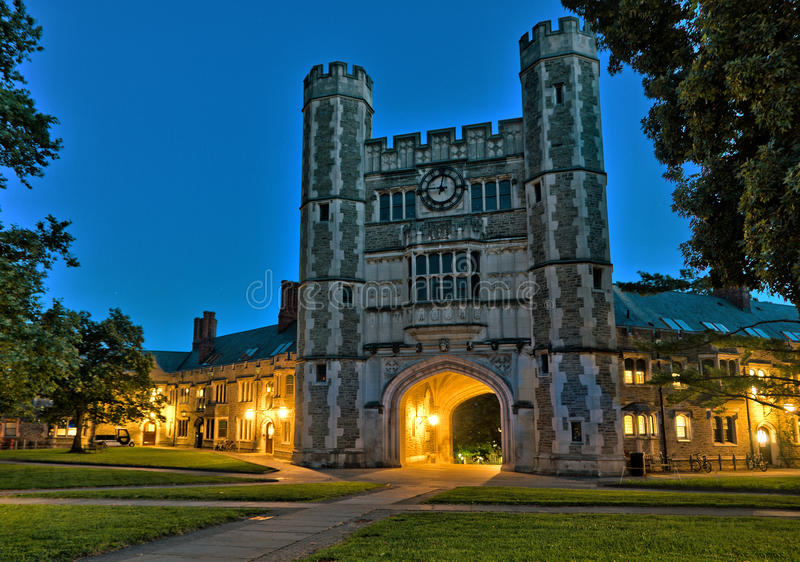 Construção histórica no terreno de Universidade de Princeton foto de stock royalty free