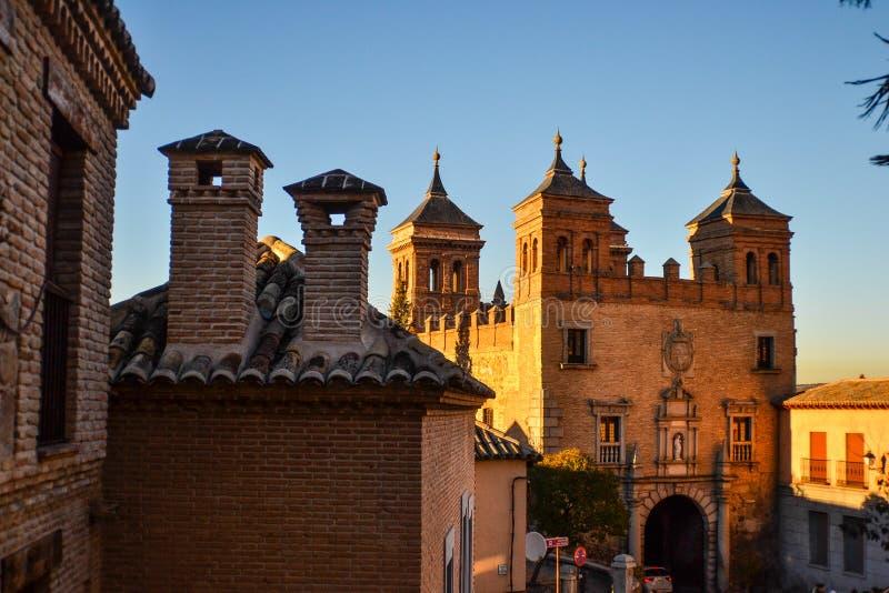A construção histórica telha Toledo sob a luz do sol foto de stock royalty free