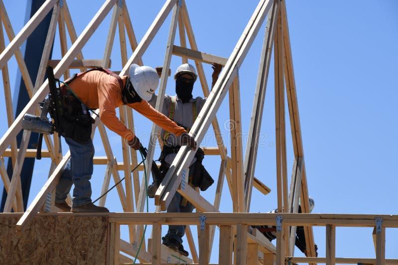 Construção home nova que quadro no sudoeste fotografia de stock