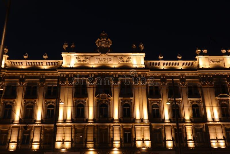 Construção iluminada velha imagem de stock royalty free