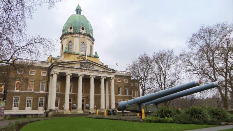 Construção imperial da entrada do museu da guerra - Londres, Inglaterra foto de stock