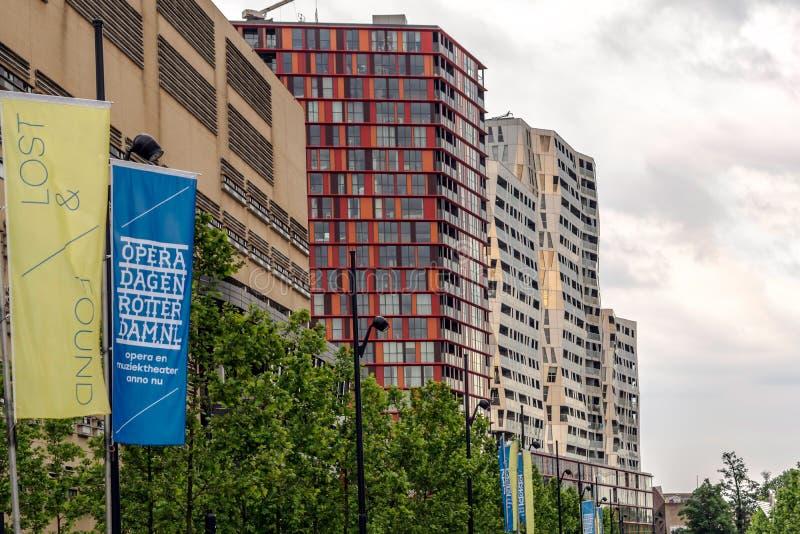 Construção impressionante e colorida do complexo de apartamentos de De Calipso fotos de stock