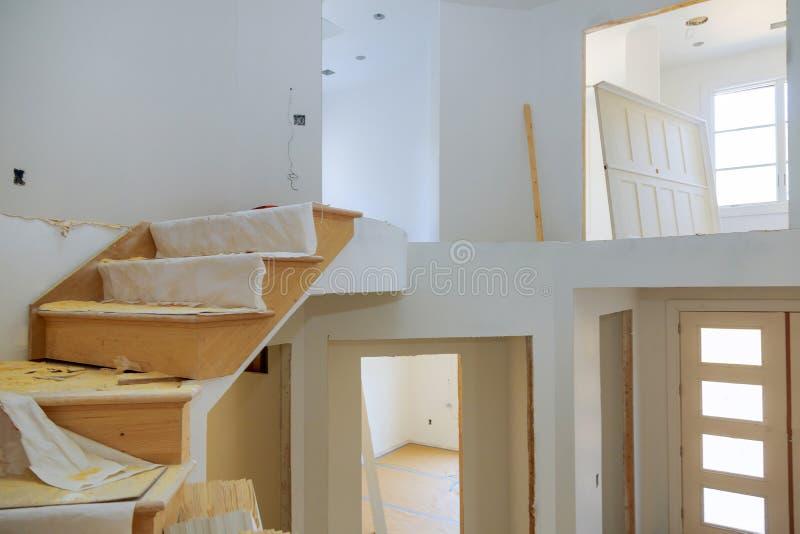 Construção interior de abrigar o drywall instalada e remendada sem pintura aplicada foto de stock royalty free