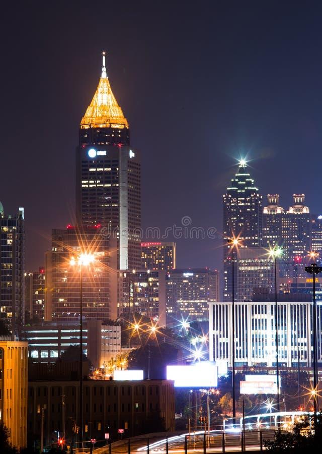 A construção a mais alta em Atlanta do centro no crepúsculo foto de stock