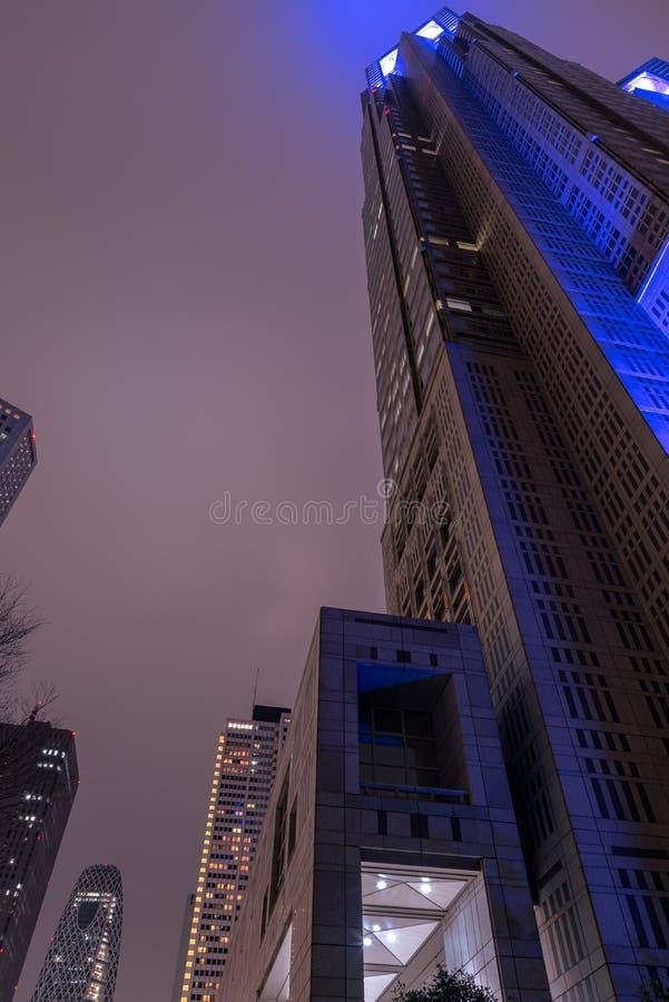 Construção metropolitana do governo do Tóquio na noite, Shinjuku, Tóquio, Japão fotos de stock