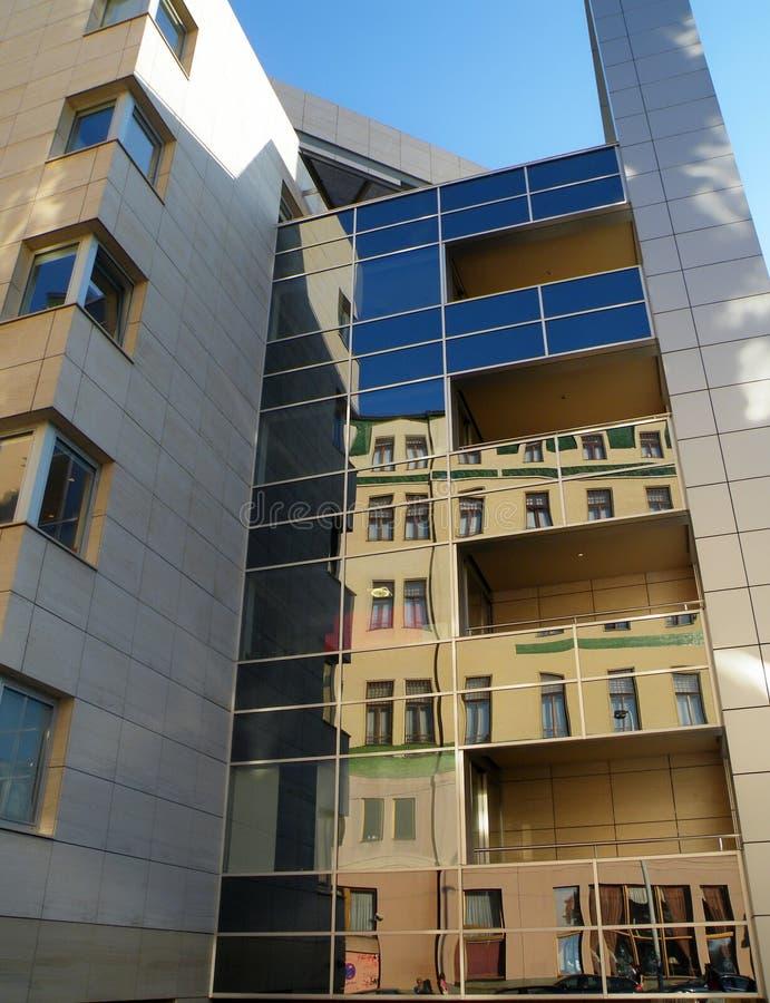 Construção moderna em Belgrado fotos de stock