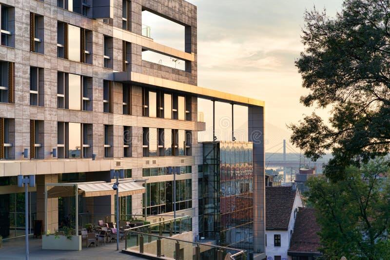 Construção moderna em Belgrado foto de stock
