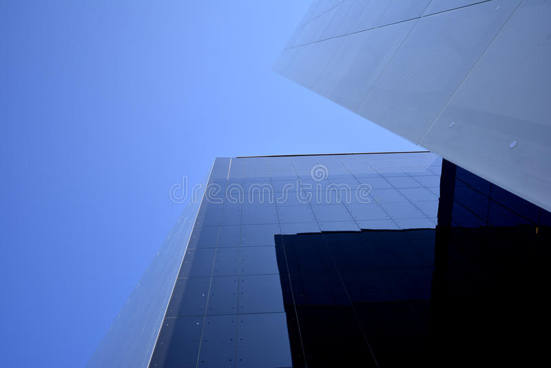 Construção moderna no vidro foto de stock royalty free