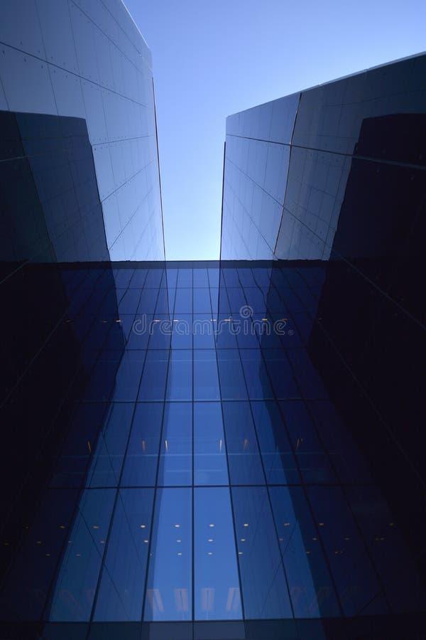 Construção moderna no vidro fotografia de stock