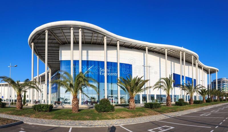 A construção moderna nova de Media Center olímpico principal é agora o local de encontro para o fórum econômico internacional do  imagens de stock