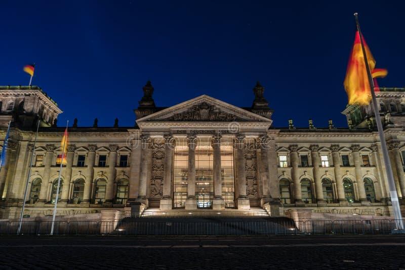 Construção na noite, Berlin Germany de Reichstag do alemão fotos de stock