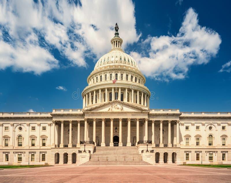 Construção no Washington DC - fachada do leste do Capitólio do Estados Unidos do marco famoso dos E.U. foto de stock