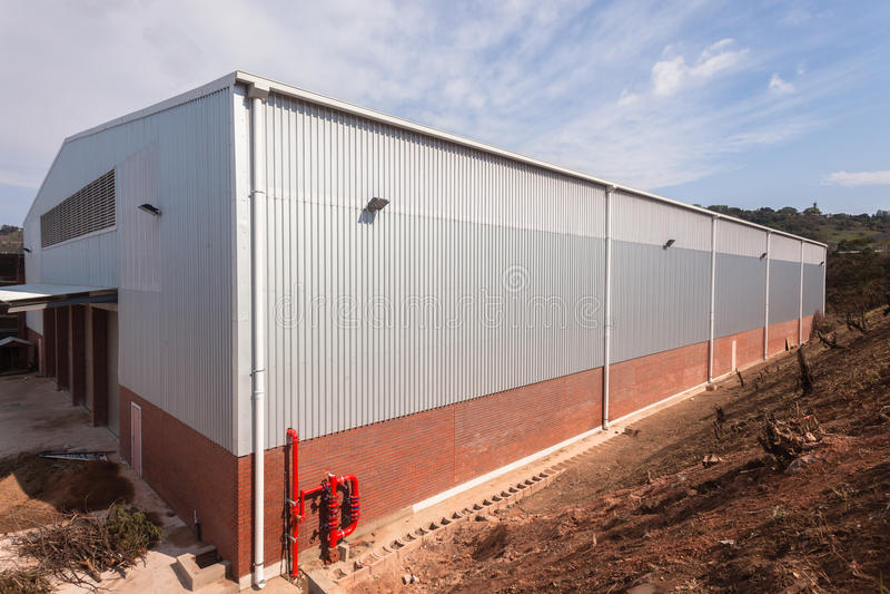 Construção nova do armazém da fábrica imagem de stock royalty free