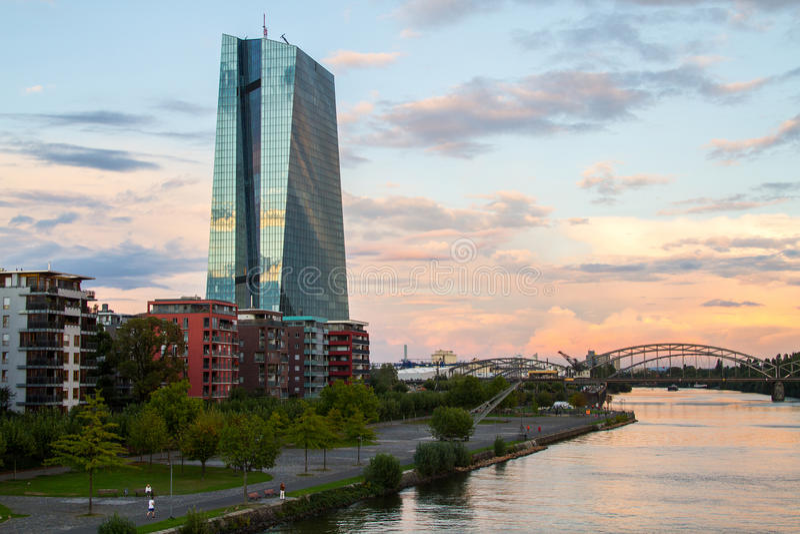 Construção nova do BCE do Banco Central Europeu imagem de stock