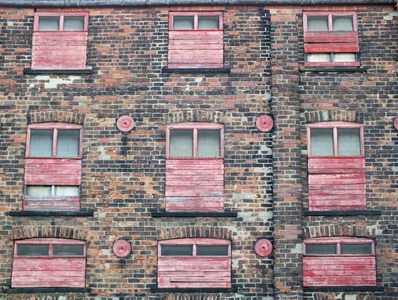 construção ou fábrica comercial abandonada velha abandonada com weath fotografia de stock