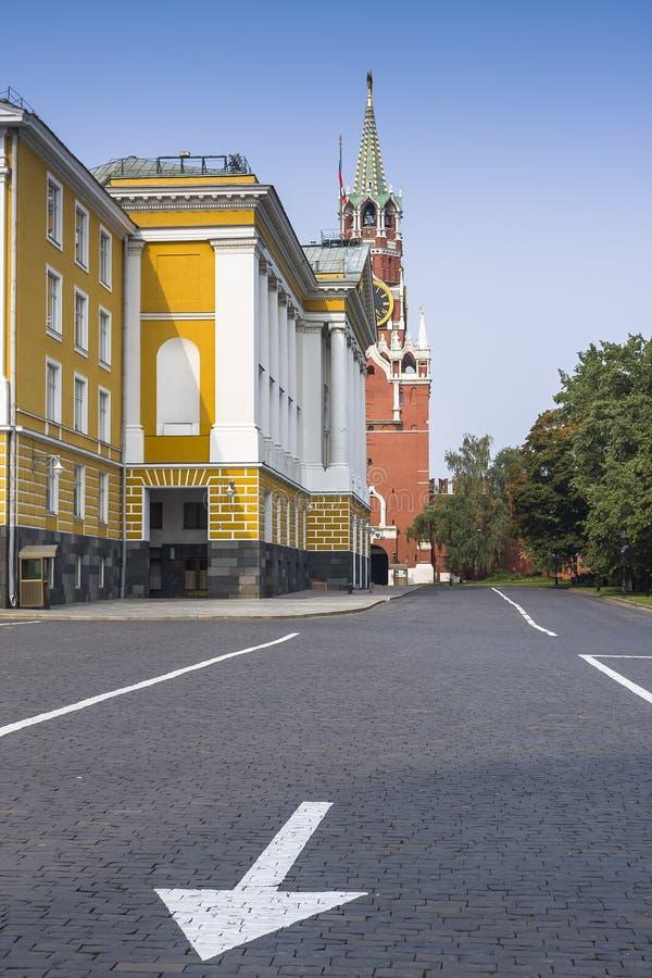 Construção próxima quadrada de Ivanovskaya 14a do Kremlin de Moscou fotos de stock